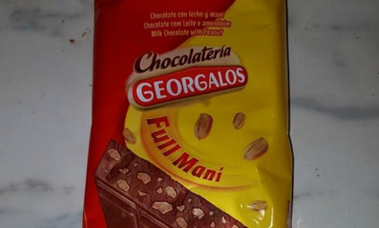Video: Compró un chocolate en un supermercado y tenía gusanos