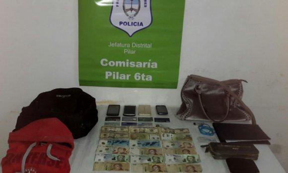 Robo Piraña: Cinco delincuentes asaltaron a una mujer cuando salía de un banco