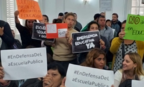 En medio de incidentes y cruces, el Concejo rechazó declarar la emergencia educativa