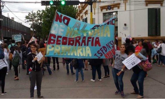 Instituto Docente: alumnos, profesores y directivos acordaron rechazar el cierre de carreras
