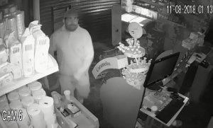 Video: Entró a robar a un kiosco y quedó grabado por las cámaras del local