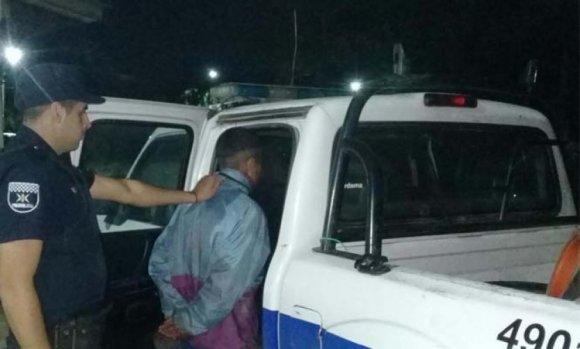 Detienen a dos delincuentes que asaltaron a una adolescente en la puerta de su casa