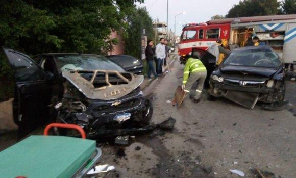 Mujer muere tras el choque de varios autos en la ruta 234