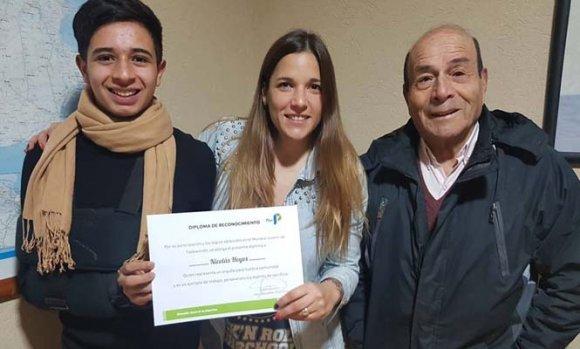 El taekwondista Nicolás Hoyos recibió un reconocimiento a su carrera