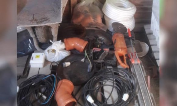 Delincuentes entraron a un barrio privado y robaron herramientas de un obrador