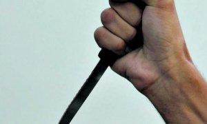 Amenazó con un cuchillo y asaltó a un remisero