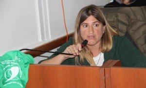Concejal opositora denunció que su marido fue despedido de la Comuna