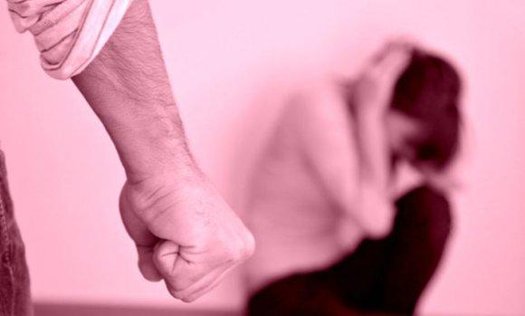 Detienen a un hombre acusado de encerrar y golpear a su pareja