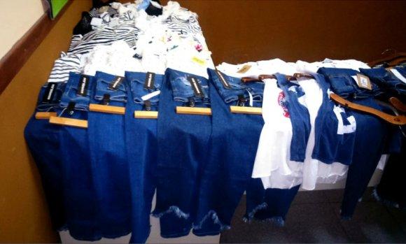 """""""Mecheros"""" robaron ropa valuada en más de 66 mil pesos de locales de un shopping de Pilar"""