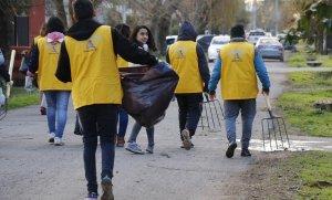 Más de 80 voluntarios limpiaron un barrio de Pilar
